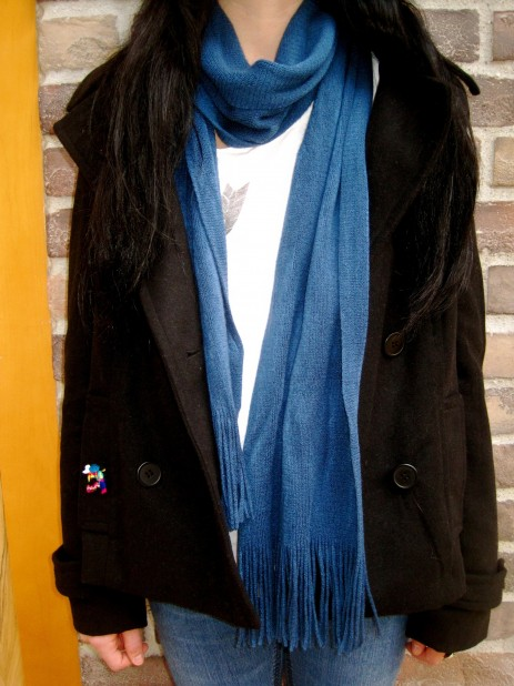 Adding that extra flare with a teal blue scarf!